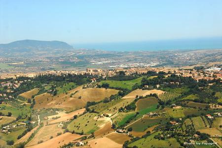 veduta dalle colline di Recanati fino al Monte Conero